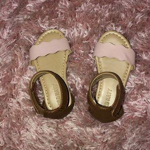 Old navy sandal size 5c